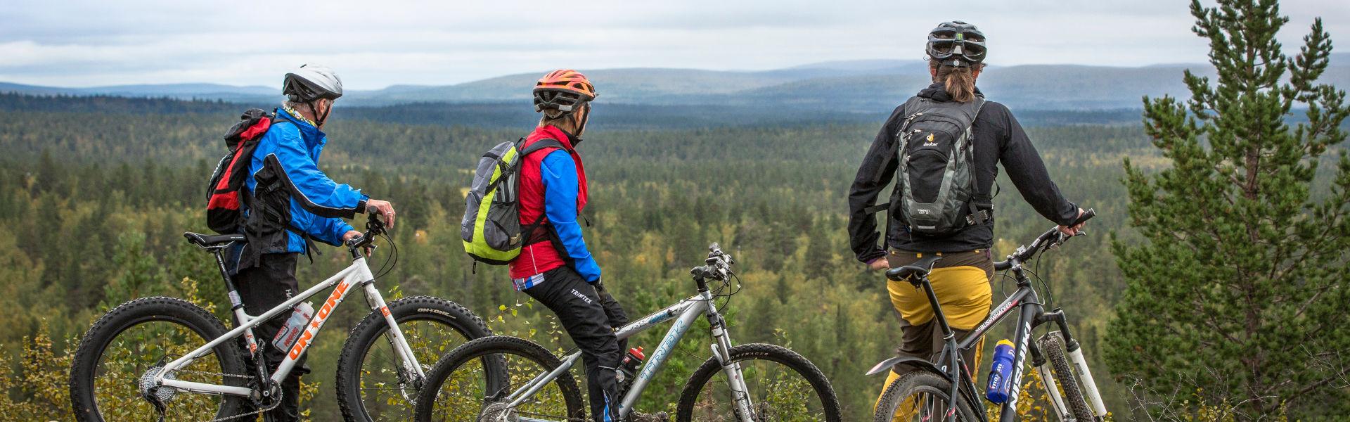 Enontekiön kunnan alueella erämatkailua voi harrastaa monin eri tavoin. Esimerkiksi maastopyörillä liikkuminen tunturimaastossa on hyvä tapa päästä kokemaan Lapin luonto.